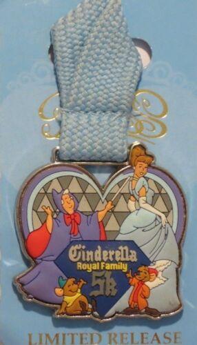 DISNEY WDW 2014 CINDERELLA ROYAL FAMILY 5K FINISHER METAL LIMITED JAQ GUS PIN