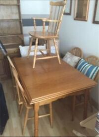Expanding table with 6 chairs