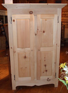 Armoire de style antique en pin - Pine cabinet