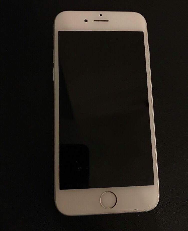 IPHONE 6S SILVER UNLOCKED 16G FOR SALEin Glenrothes, FifeGumtree - IPhone 6s for sale! Great condition no scratches on screen as a screen protector has always been used. Colour space silver Works perfect! Has small scratch on corner as shown in the picture above but other than that it is emaculate! Comes with brand...