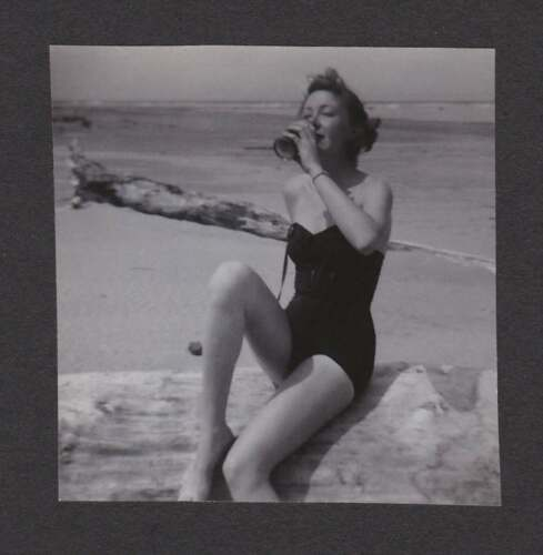 YOUNG WOMAN SEXY SWIMSUIT DRINKING BEACH OLD/VINTAGE PHOTO SNAPSHOT- A199