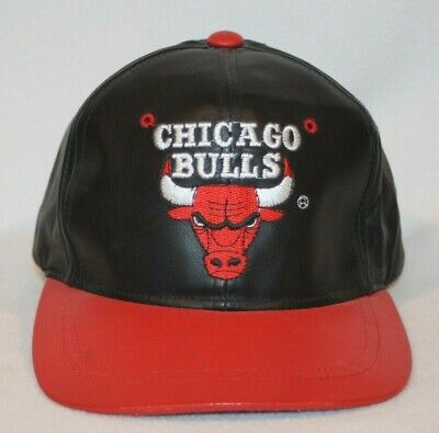 Vintage Chicago Bulls 90s Leather Snapback Hat - LEATHER BY UNIVERSAL - EUC