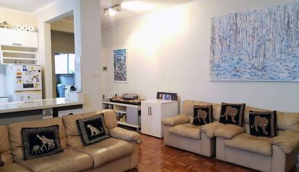 UNFURNISHED 1 BEDROOM APARTMENT FOR LEASE
