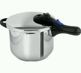 Morphy Richards 6 litre equip pressure cooker