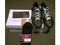 Ladies Nike Delight Golf Shoes. Size 7.Brand New. Plus Footjoy gloves and Footjoy brand new socks.