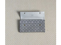 Genuine Louis Vuitton Mini Lin Platine Sarah Wallet.