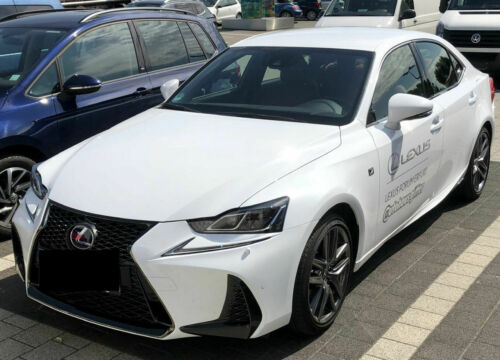 Lexus IS 300h Front