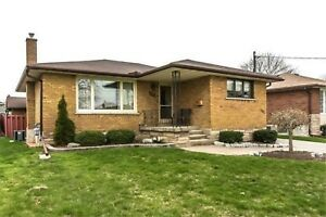 3 Bedroom house.  All inclusive.  Pool. Oshawa. $1950