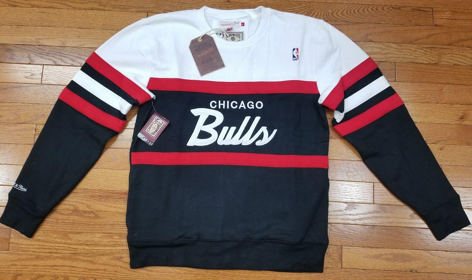 Chicago Bulls Mitchell   Ness NBA Men s Head Coach Crew Sweatshirt Black    Red b09907fd08fa