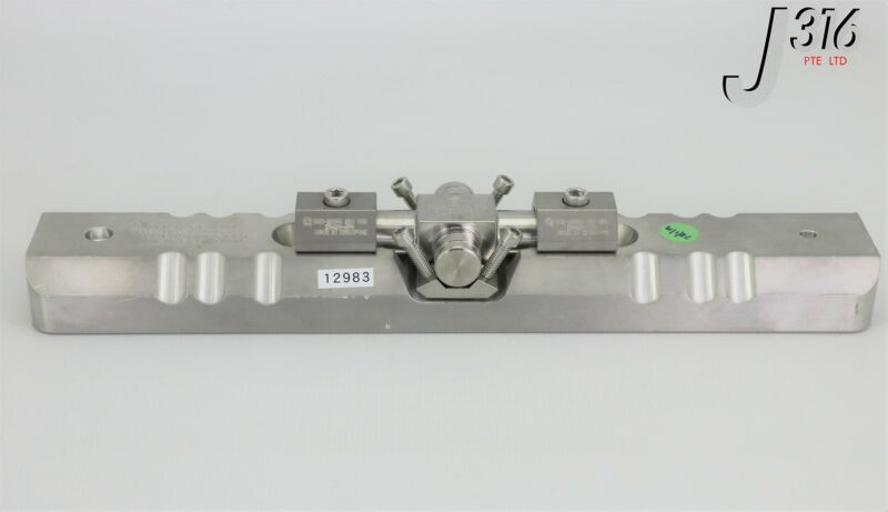12983 Applied Materials 300mm Spd Slit Valve Door Clamp W/ 0021-25799 0041-07784