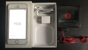 iPhone 5s + Beats By Dre Earbuds