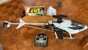 Hirobo R/C HELICOPTER hélicoptère With starter Box FUTABA Remote