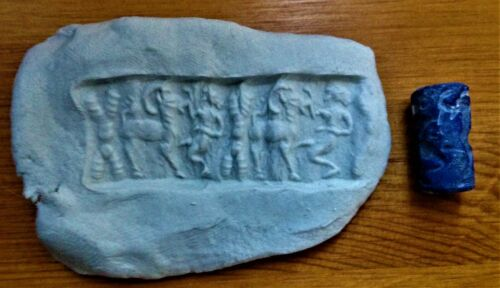 VERY RARE NEAR EASTERN LAPIS LAZULI CYLINDER SEAL (DOMESTIC) - CIRCA 1000BC
