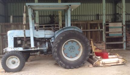 Tractor 1963 Fordson Super Major with finishing mower