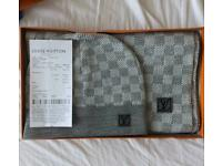 Louis vuitton hat and scarf (grey)
