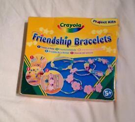 CRAYOLA FRIENDSHIP BRACELETS CRAFT KIT. FROM HALLMARK. COMPLETE AND UNUSED CONDITION.