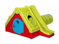 KIDS PLAY HOUSE WITH SLIDE TO ONE SIDE WITH REMOVEABLE TUNNEL