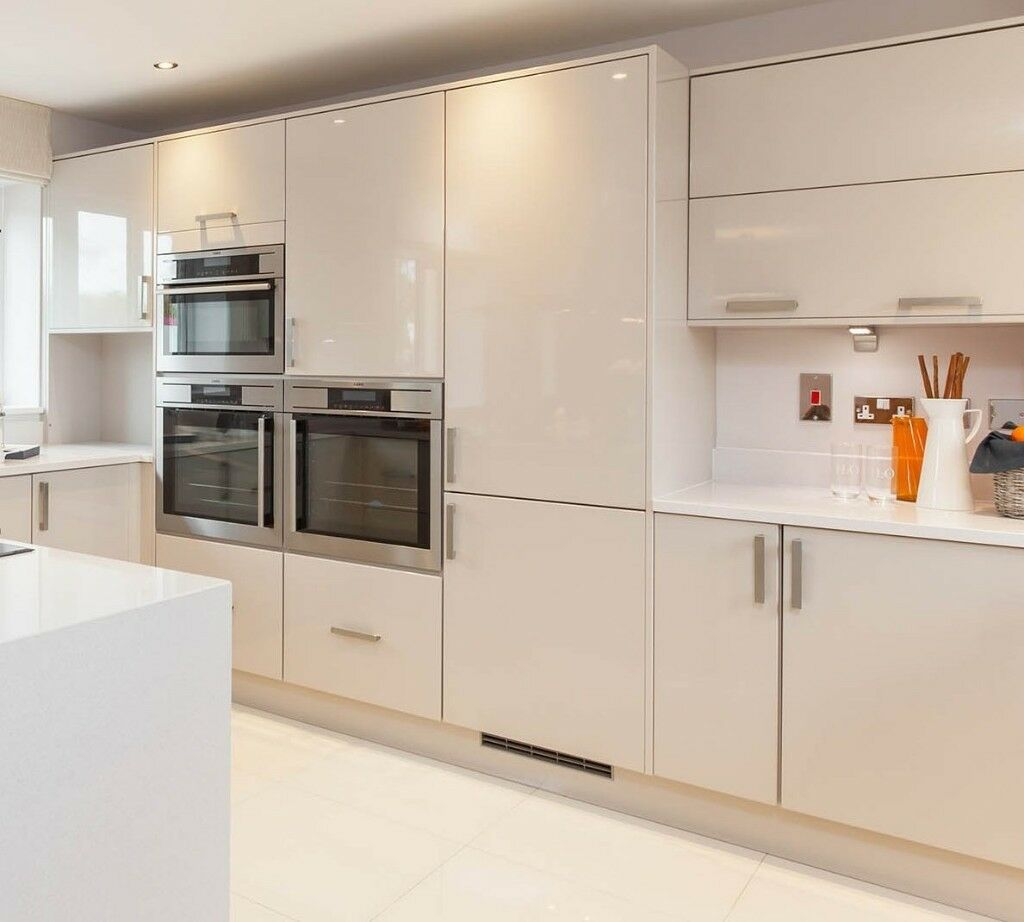 Beau Brand New High Gloss Kitchen Doors From Roundel Kitchens.