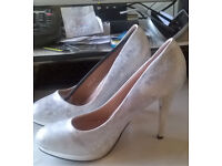 Ladies White marble and silver high heeled shoes size 6, 39 euro
