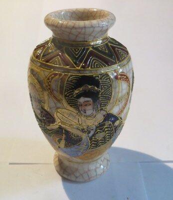 Petit vase du japon en céramique craquelée avec dignitaires japonais – petit écl