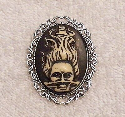 NEW HALLOWEEN CAMEO BROOCH GHOST WOMAN WITCH SCARY PUMPKIN GOBLINS BOO BROOM C1