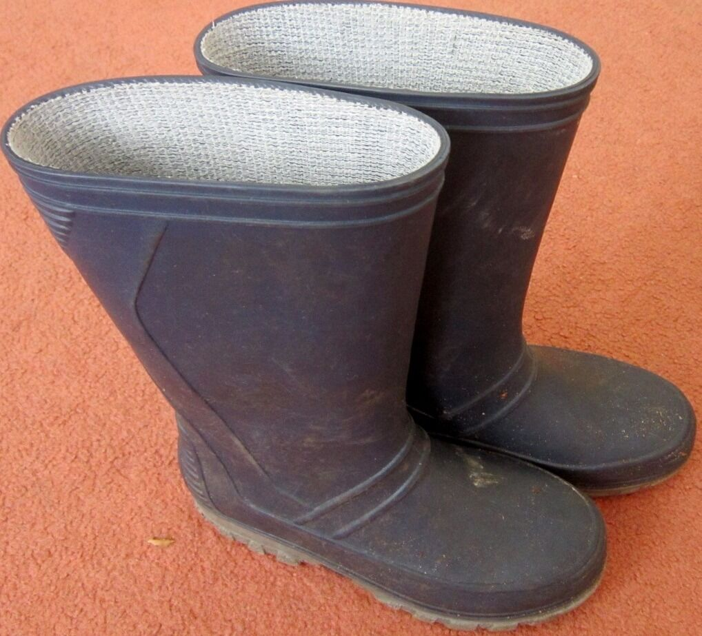 Childrens wellies, toddler size 11 (EU size 29in Bournemouth, DorsetGumtree - Childrens wellies, toddler size 11 (EU size 29). Great condition, no rips or holes. Please feel free to email or text me