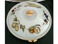 ROYAL WORCESTER EVESHAM OVEN TO TABLE WARE ROUND SHALLOW CASSEROLE / SERVING DISH.