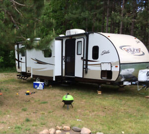Travel trailer 28' double pull outs Shasta flyte 285BK