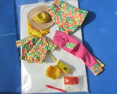 Vintage Barbie Doll Color Magic Fashion Fun Set #4041 Nice Condition 1966