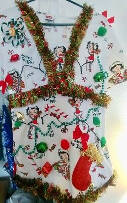 Ugly Christmas Sweater SCRUB TOP Tacky Lights Up! Betty BOOP Women's Small (Tacky Sweater)