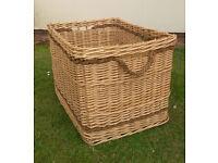 Handy storage basket with rope handles