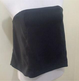 Ladies KOOKAI Nightfall Vanish Top. Size 38  10).  New $120