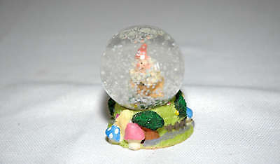 Palla sfera di vetro con la neve acqua per ornamento souvenir collezione natale
