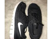Black and white nike free runs