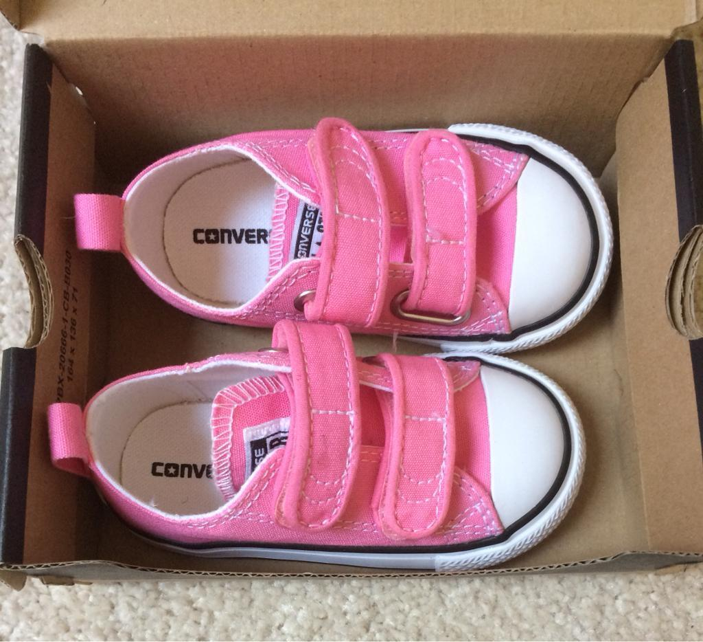 764bf7853a8273 NEW Children s Pink All Star Converse
