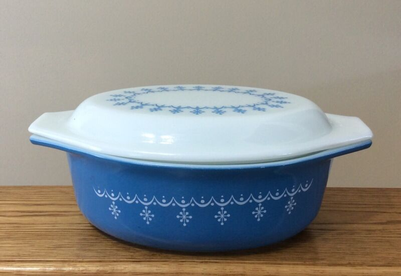 VTG PYREX 1-1/2 QUART SNOWFLAKE  BLUE GARLAND OVAL CASSEROLE DISH WITH LID #043