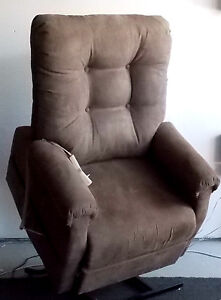 ELECTRIC LIFT CHAIR RECLINER PRIDE MOBILITY C101 IN COCOA BROWN PH 0435344775
