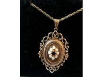9ct gold locket and 9ct 24in rope chain