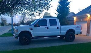 2009 lifted Ford F-250 4x4