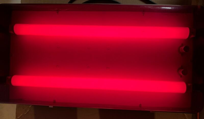 nuArc DLB1325 2 tube Fluorescent  Lamp Red Light Photo Darkroom Safelight 17x24