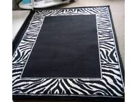 Lovely Black and White Modern Rug in Excellent Condition