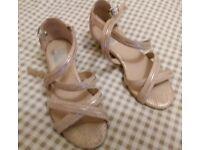 Evans Gold Sandals Size 4EEE.