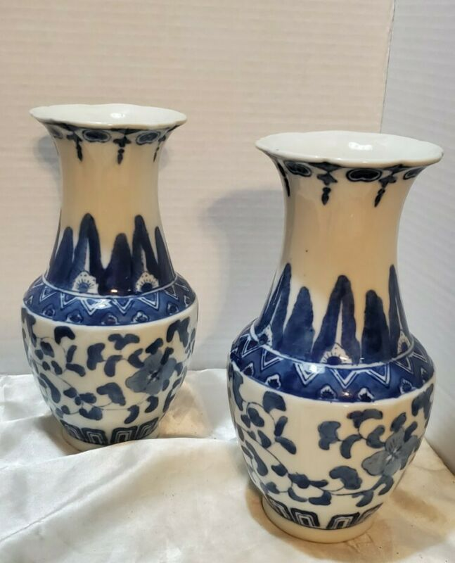 2 Oriental Chinese Blue and White Porcelain Vases