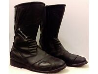 Postage Available *Spada Waterproof Touring Motorcycle Boots *EU 44 UK 9.5 *Carbon Look Detail