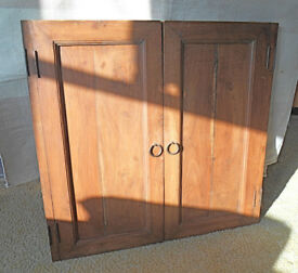 Details about 2 OLD WOODEN CUPBOARD DOORS OR WINDOW SHUTTERS WITH HINGED BATTENS