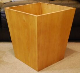 Wooden plant pot holder/storage box