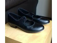 Black tap shoes size 2.5