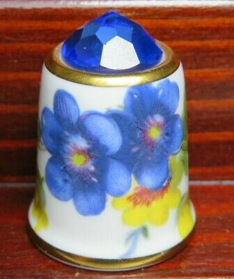 CHELSEA POTTERY CHINA THIMBLE - FLOWER - DAIMONT TOP