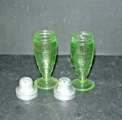 1929-1933 Anchor Hocking BLOCK OPTIC GREEN Footed SALT & PEPPER SHAKERS