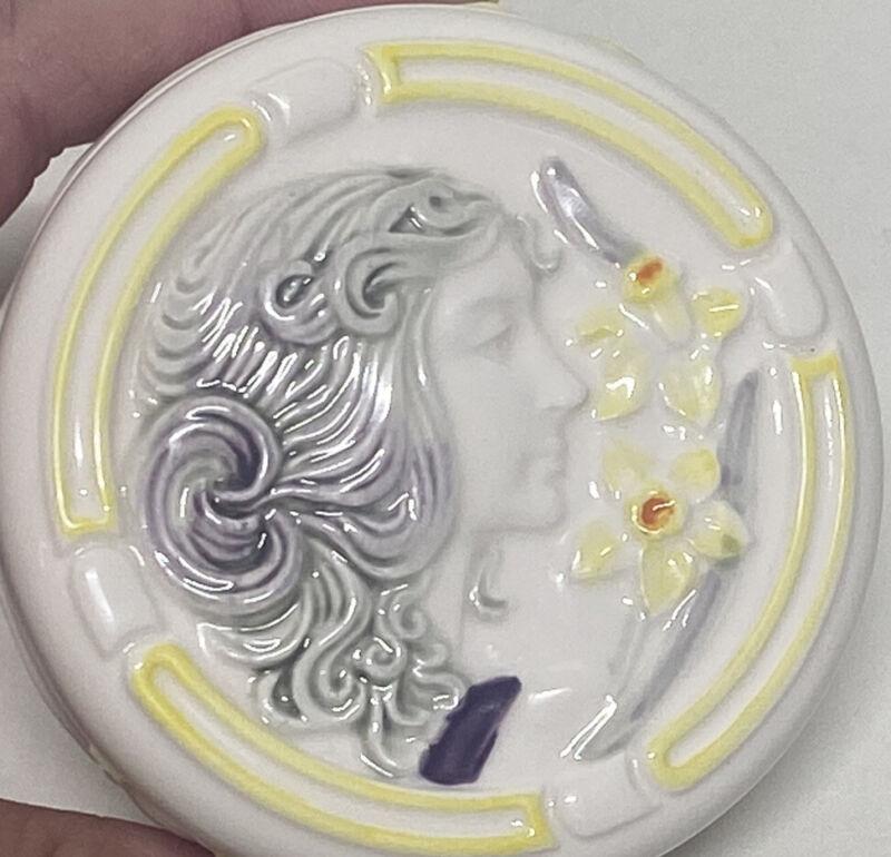 Belle Epoque Sigma The Tastesetter Ceramic Round Trinket Box yellow Grey white